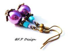 Hier biete ich Euch ein schönes Paar Perlenohrringe in lila und türkis. Bronzefarbne Ohrhaken Nickelfrei.