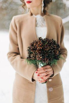 букет невесты из шишек