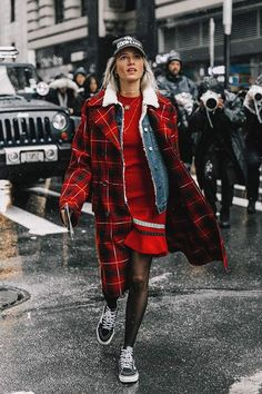 Street style New York Fashion Week, febrero 2017 © Diego Anciano Fashion Guys, Look Fashion, 90s Fashion, Covet Fashion, Fashion Outfits, Fashion 2016, Womens Fashion, Autumn Fashion 2018 Street, Autumn Street Style