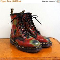 Vintage Dr Martens boots. Geo thermal rub offs 10ebabbb8c