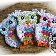Crochet PATTERN Applique Coloured Owl by NellagoldsCrocheting - so many to choose from & all so cute! Crochet Owl Applique, Owl Crochet Patterns, Crochet Owls, Owl Patterns, Crochet Motif, Crochet Crafts, Crochet Flowers, Crochet Projects, Knit Crochet