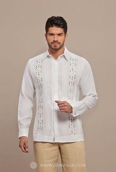 Elegante y novedoso estilo guayabera con finos detalles de bordado en contraste, alforzada a mano, botón oculto y doble ojal para uso de mancuernillas. Comments...