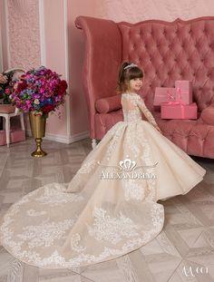 «First communion dress Girls Formal Dresses, Nice Dresses, Flower Girl Dresses, Pakistani Bridal Dresses, Wedding Dresses, Vip Dress, Red Carpet Gowns, Popular Dresses, Luxury Dress