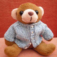 bitstobuy: Free miniature knitting pattern for tiny teddy cardigan