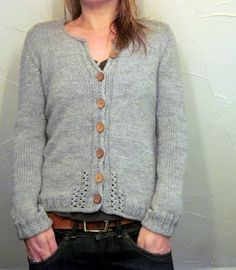 Ravelry: lilalu's Ruisseaux - Wonderful mods to a beautiful cardigan with sweet little details Crochet Cardigan, Knit Or Crochet, Knitting Yarn, Hand Knitting, Vogue Knitting, Knitting Machine, Vintage Knitting, Knitting Patterns, Crochet Patterns