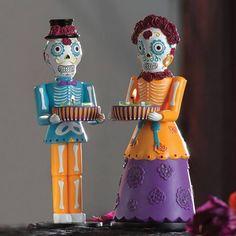 Senor & Senorita vain emännille/isännille 49,90€/pari käsinmaalatut hartsiluurangot Halloweenia juhlistamaan.