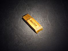 Memory USB stick  . Wood - Teak, ends trimmed USB stick - amber with a raw edge, bolster made of brass. The product is impregnated with tung oil. Apply laser engraving, polishing.