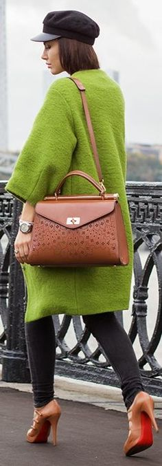 Green coat and thhaattt baagggg Fast Fashion, Fashion Beauty, Winter Fashion, Womens Fashion, Stylist Pick, Celebrity Updates, Green Coat, Autumn Inspiration, Fall Looks