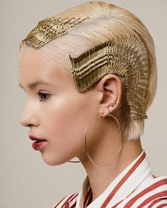 No hair earrings I do not know if you've seen so many people wander around in 2018 with hair curls, piercings and earrings in their heads, and I can not gu. Make Up Looks, Creative Hairstyles, Trendy Hairstyles, Avant Garde Hairstyles, Bobby Pin Hairstyles, Modern Haircuts, Prom Hairstyles, Runway Hair, Hair Photography