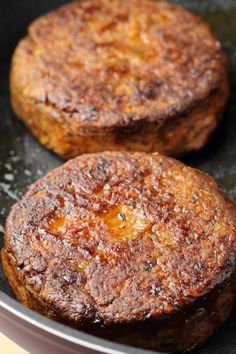Thick and hearty vegan black bean burgers, crispy on the outside, soft on the inside, simple, savory and deliciously spiced! Vegan Recepies, Raw Vegan Recipes, Vegan Foods, Vegan Dishes, Vegetarian Recipes, Vegan Ideas, Veggie Recipes, Healthy Recipes, Vegi Burger
