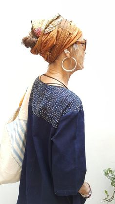 The Stitching Project khadi + indigo + hand stitch + ethical production +slow fashion. Recycled sari silk + hand stitch scarf as turban Boro, Shashiko Embroidery, Diy Broderie, Visible Mending, Sari Dress, Silk Art, Advanced Style, Sari Silk, Japanese Embroidery