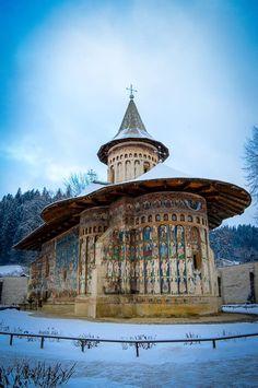 Mănăstirea Voroneț  #romaniaazi #romania #manastire #pelerinaj #voronet #albastru Romani, Bulgaria, Traveling, Tower, Europe, Building, Viajes, Computer Case, Buildings