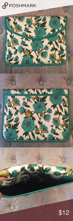 Gorgeous IPad/Tablet Case Beautiful flower patterned,green iPad sleeve.       🔸8x11 in.                                                              🔸Secure felt lining inside                      🔸Back pocket for additional things to carry along                                                                     🔸Never used (purchased for my iPad mini and realized it was too big) Accessories Tablet Cases