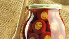 Préparation : 1. Rincez les feuilles de laurier et essuyez-les soigneusement avec un torchon propre. Rincez les poivrons, essuyez-les, incisez-les sur le côté, puis retirez les grains. 2. Dans une …