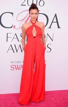 Irina Shayk veste Misha Nonoo no CFDA Awards 2016