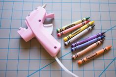 to Use Crayons in Glue Guns for Wax Seals Use crayons and a hot glue gun to create a wax seal.Use crayons and a hot glue gun to create a wax seal. Glue Gun Projects, Glue Gun Crafts, Easy Craft Projects, Diy Pallet Projects, Crafts For Kids, Diy And Crafts Sewing, Diy Crafts, Seal Craft, Do It Yourself Decoration