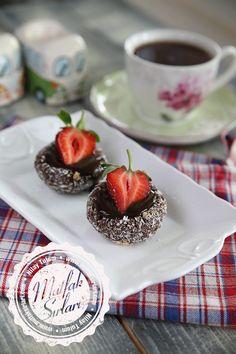 Bisküvi Çanağında Çikolata Soslu Çilek #pratiktarifler #tatlıtarifleri