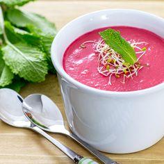 RECETA LIGERA | Esta receta de gazpacho de remolacha es ideal para los días más calurosos del año. Además, tiene un color que alegra cualquier mesa.