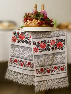 Wedding bread Ukraine Beautiful handwork, too bad they used machine made lace on the bottom!
