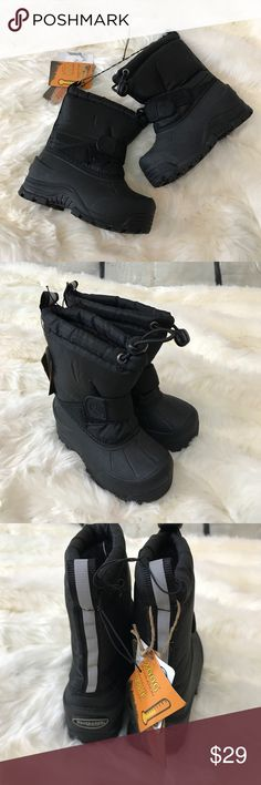 Northside Black Frosty Snow Boots 6 Toddler NWT! Size 6 The Northside Frosty Boot is a durable and warm snow boot. The construction is waterproof, making it perfectly appropriate for snowy weather. There's also 200g of Thermolite insulation providing warmth in temperatures all the way down to -25°F. In the Frosty Boot kids can stomp, jump, kick, and run their way through the winter.  Durable construction for long-lasting wear Waterproof construction to keep feet dry Velcro strap around the…