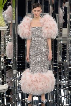 See the complete Chanel Spring 2017 Couture collection.