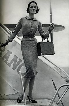 Vogue September she is shaped much like a Barbie! Vintage Vogue, Vintage Glamour, Moda Vintage, Vintage Paris, Vintage Beauty, Vintage Travel, Fifties Fashion, Retro Fashion, Vintage Fashion