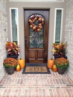 Let's explore a number of the very best fall outdoor decoration ideas. Fall outdoor decoration doesn't need to be expensive. Fall Home Decor, Autumn Home, Fall Decor Outdoor, Fall Entryway Decor, Entryway Ideas, Beautiful Front Doors, Decoration Entree, Fall Planters, Decorating Ideas