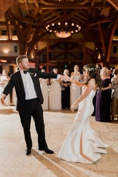 Dancing the night away | Sacred Oaks | Whim Floral | Whim Rentals | Captivating Weddings