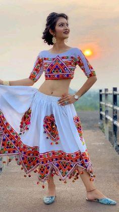 Kerala Saree Blouse Designs, Saree Blouse Neck Designs, Bridal Blouse Designs, Beautiful Girl Photo, Beautiful Girl Indian, Beautiful Models, Beautiful Women, Set Saree, Dehati Girl Photo
