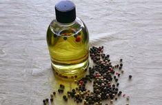 El aceite de pimienta negra es un remedio natural para el vitiligo. Un estudio mostró que la piperina puede estimular los melanocitos inactivos en la piel