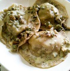: #cappellacci di #vitello e #bruscandoli! ... Ricetta come sempre su kitchengirl.it!! #pastafrescaripiena #pastaripiena #buonapasqua #blog #tacchiepentole #cucinavegetariana #Veg #ricetta #cucina #amicincucina#lacucinaitaliana #cucinaitaliana #ricetteperpassione #pranzoitaliano #dolce_salato_italiano #clarinafood #primoitaliano #tortelli #tortellini  #italianfoodbloggers #cucinoperamore http://www.kitchengirl.it/piccole-chicche/pasqua-2016-cappellacci-vitello-e-bruscandoli/