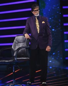 Amitabh Bachchan looking classic in Rohit Bal Couture on the sets of KBC Season 7. #rohitbal #amitabhbachchan #kbc7 #kaunbanegacrorepati #tvshow #menswear #rohitbalcouture #styleinspiration #dailyinsta #celeb #spotted #KBC #dailyfashion www.rohitbal.com by rohitbal_