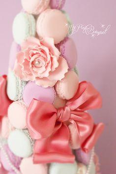 014//マカロンタワー内には、ガーランドにも入れてある、ピンクのサテンおリボン、大粒パープ、パールを花芯にしたお花など♪花嫁さまのご希望をたくさん詰め込みました。
