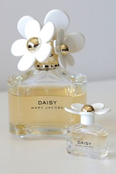 Escape Button travel and fashion blog: mini perfume for travel, Daisy by Marc Jacobs.