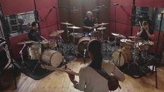 Yolanda Charles & 3 Drummers.