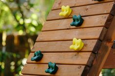 rock climbing wall on swing play set Build A Swing Set, Diy Swing, Swing And Slide, Climbing Wall, Rock Climbing, Diy Playground, Wooden Swings, Play Areas, Outdoor Living