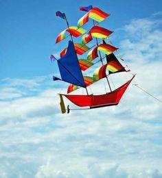 un-joli-cerf-volant-en-forme-d-un-bateau-à-voiles-idée-pour-fabriquer-un-cerf-volant-modele-plus-sophistiqué-e1477580661314.jpg (699×773)