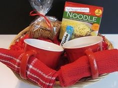 Get Well Gift Basket ~ Such a great idea! :) DIY craft idea - soup food basket set with soup bowls / cups - gifts from the kitchen - this is a gift for all: women / ladies - men - boys - girls - teenagers. a gift of comfort to someone who is down or ill. Get Well Soon Basket, Get Well Gift Baskets, Get Well Soon Gifts, Diy Gift Baskets, Hospital Gift Baskets, Sympathy Gift Baskets, Hospital Gifts, Sympathy Gifts, Simple Gifts