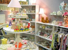 I adore Alicia Paulson's flea market booth (and her whole blog, for that matter!)