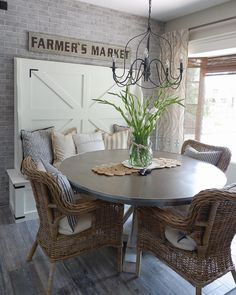 We love a good breakfast nook – what's not to love? – a cozy place for the family to gather for a quick bite before the chaos of the day kicks in, a bright and sunny spot for mom to enjoy a cup of coffee,… Kitchen Nook Table, Dining Nook, Home Decor Kitchen, Kitchen Ideas, Breakfast Nook With Storage, Breakfast Nook Decor, Cozy Furniture, Scandi Home, Nook Ideas