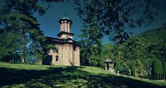 A very old chapel at the Cozia Monastery in Romania. Medieval, Romania, Big Ben, Mansions, House Styles, Building, Places, Travel, Articles