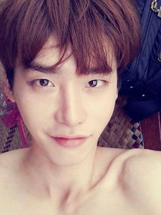 Lee Jong Suk is beach-ready in these shirtless selcas