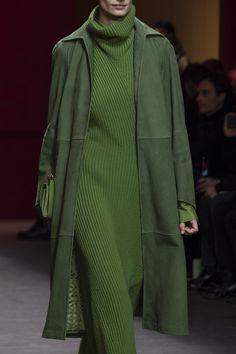 Salvatore Ferragamo at Milan Fashion Week Fall 2018 - Details Runway Photos Green Fashion, Look Fashion, Fashion Outfits, Womens Fashion, High Fashion, Workwear Fashion, Petite Fashion, Cheap Fashion, Ladies Fashion