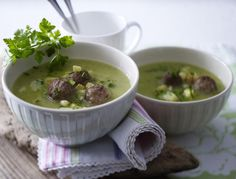 Zucchini-Kartoffel-Suppe mit Hackbällchen Rezept | LECKER
