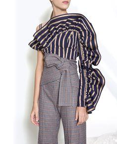 The complete Silvia Tcherassi Fall 2018 Ready-to-Wear fashion show now on Vogue Runway. Fashion Details, Look Fashion, Trendy Fashion, High Fashion, Fashion Show, Fashion Design, Fashion 2018 Style, Fall 2018 Fashion, Miami Fashion