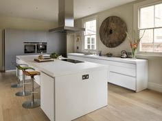 Sociable family living bulthaup by Kitchen architecture Open Plan Kitchen Living Room, Family Kitchen, New Kitchen, Kitchen Dining, Kitchen Island, Bulthaup B1, Bulthaup Kitchen, Contempory Kitchen, Contemporary Kitchen Design