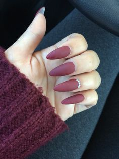 Stiletto matte nails