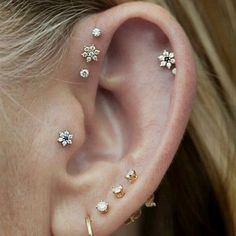 Information on the different types of Ear Piercings names for men and women including tragus and helix. Browse these cool, unique ear piercings ideas. Piercing Anti Helix, Piercing No Tragus, Ear Peircings, Cute Ear Piercings, Tattoo Und Piercing, Mouth Piercings, Bellybutton Piercings, Top Ear Piercing, Piercing Tattoo