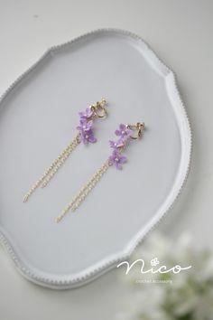 Crochet Earrings Pattern, Crochet Jewelry Patterns, Crochet Accessories, Crochet Designs, Crochet Crafts, Crochet Projects, Macrame Jewelry, Clay Crafts, Beautiful Earrings