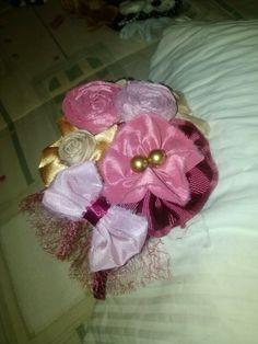 Dorado con vino y rosa.
